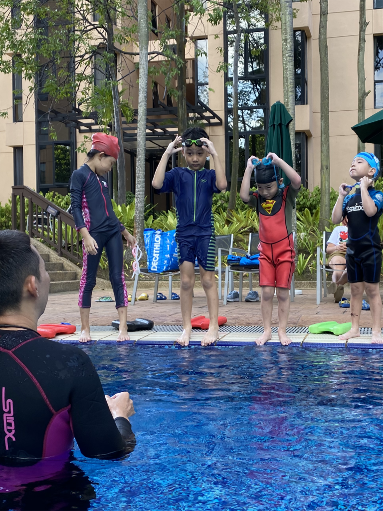 kids private swimming lessons